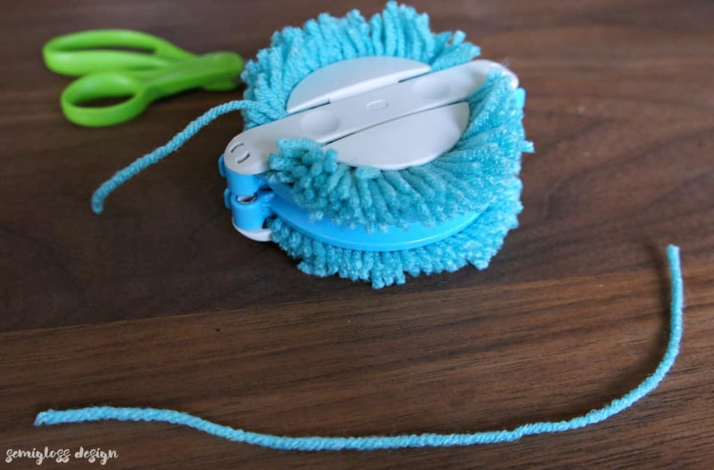 cut string for pom pom maker