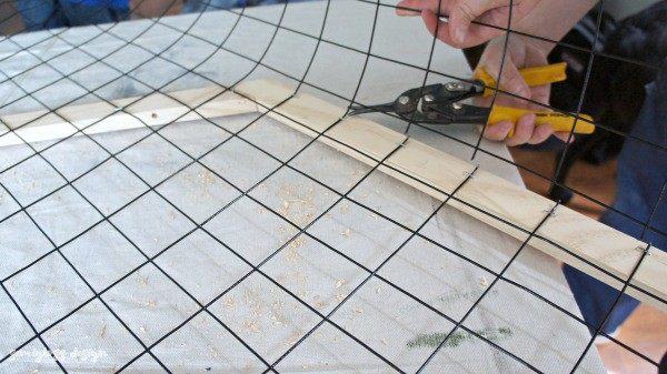 cut metal fencing with tin snips
