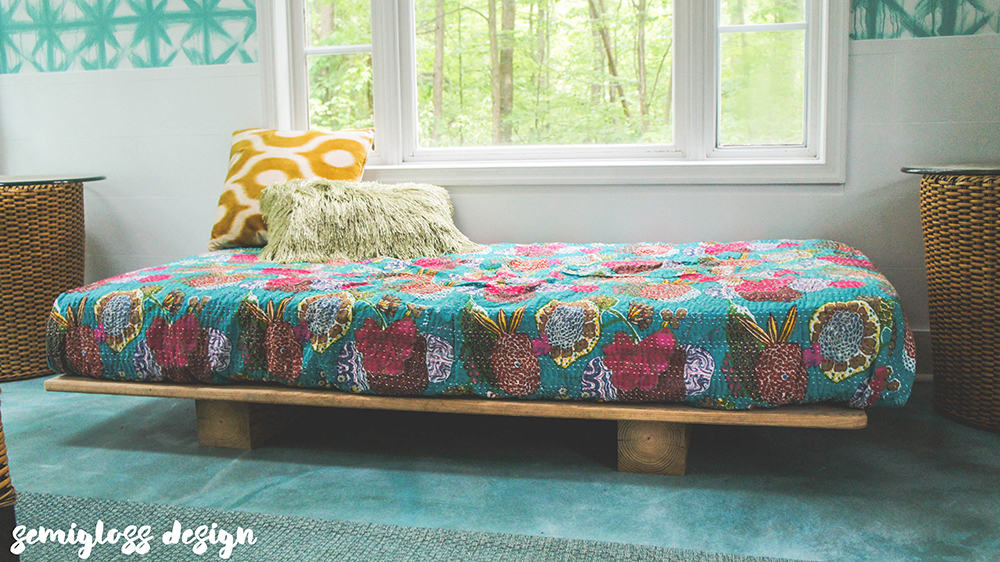 daybed with bedding