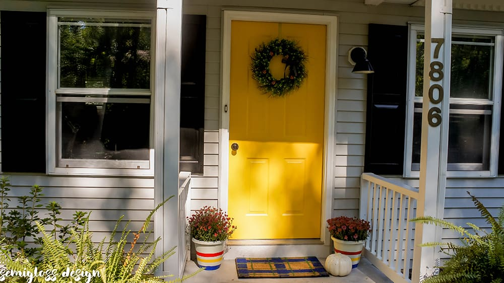 Paint a plaid doormat and elevate your entryway! This easy DIY welcome mat is the perfect seasonal touch to boost your curb appeal on a budget! #curbappeal