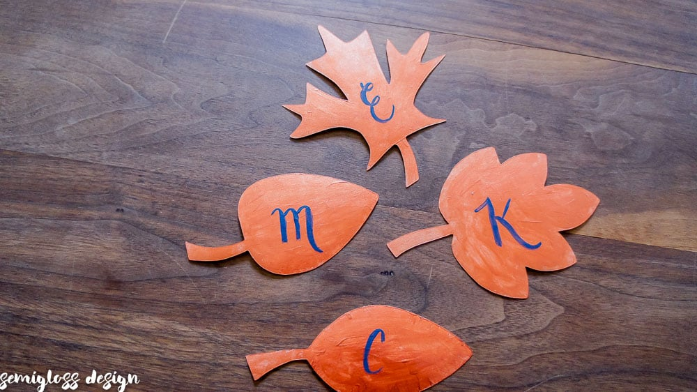 free leaf cut files | autumn cut files | cricut cut files | silhouette cut files | autumn name cards | #decoartprojects #freecutfiles #silhouettecameo #autumntablesetting