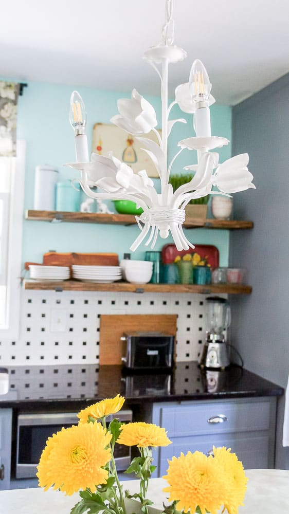 This colorful kitchen makeover on a budget is heavy on DIY and light on the wallet. A few simple changes go a long way in updating an old kitchen. #DIYhome #kitchenmakeover #budgetmakeover
