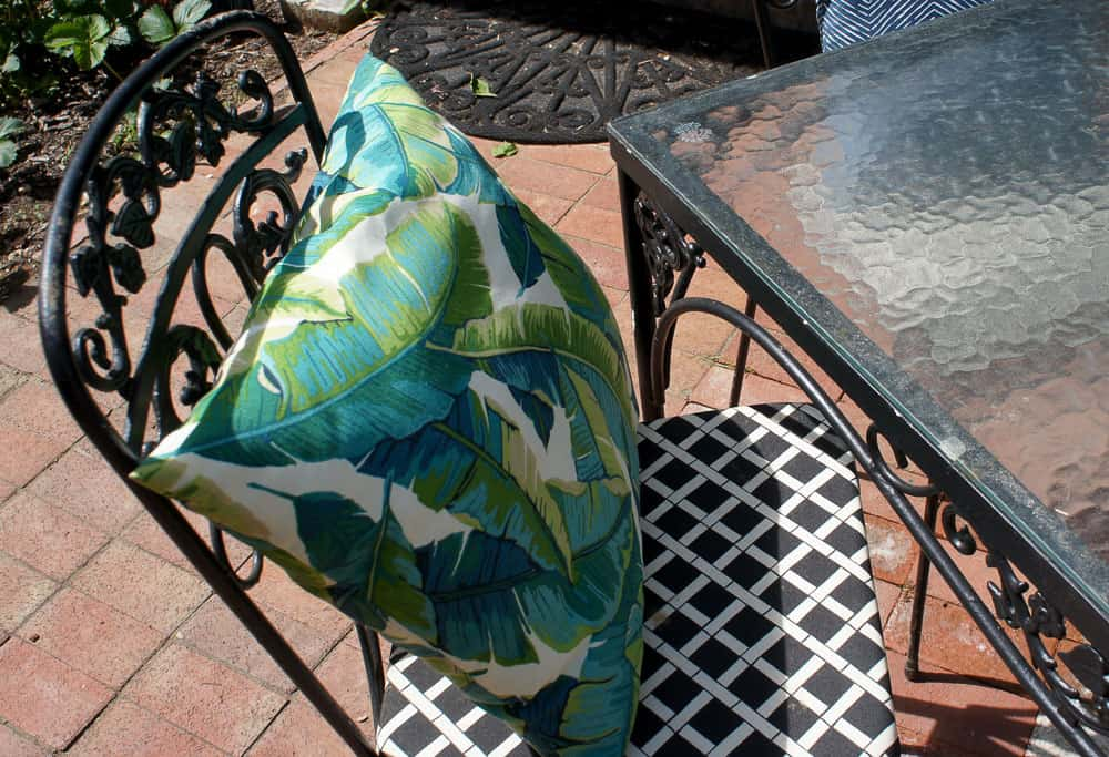 Learn how to paint wrought iron furniture the easy way! Updating vintage patio furniture is so easy with the proper prep and tools!