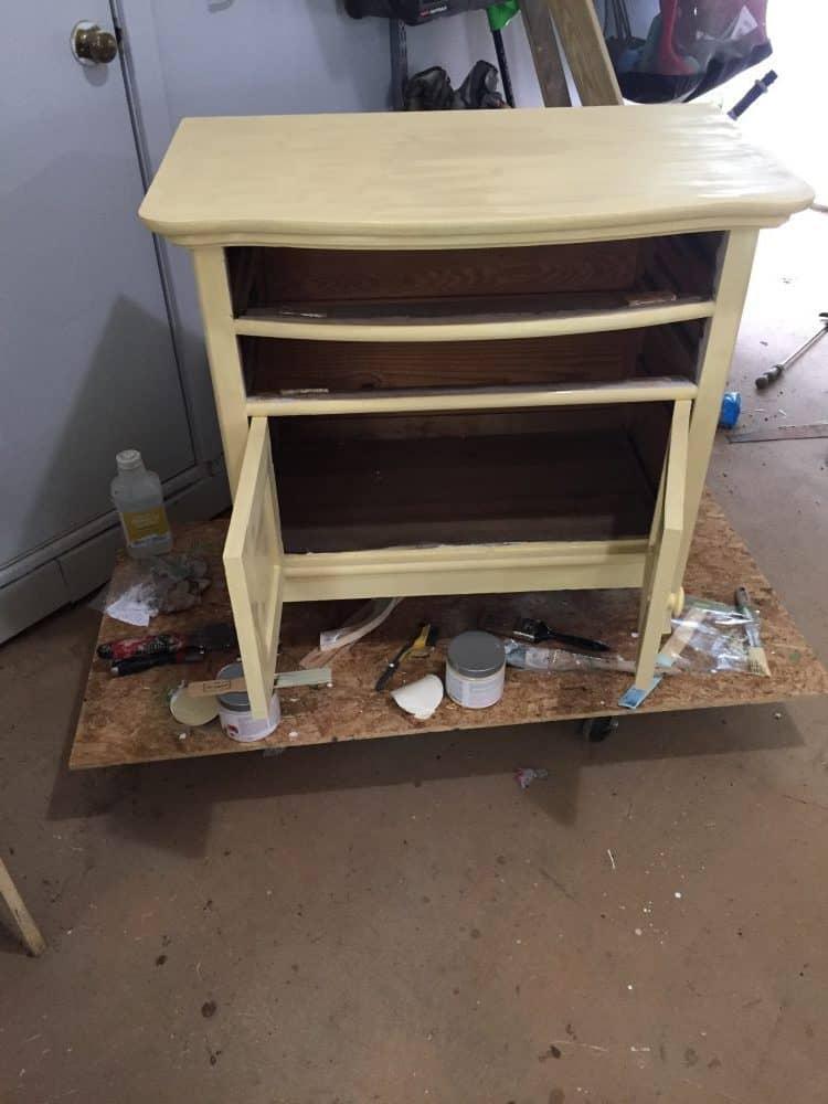 paint base of washstand yellow
