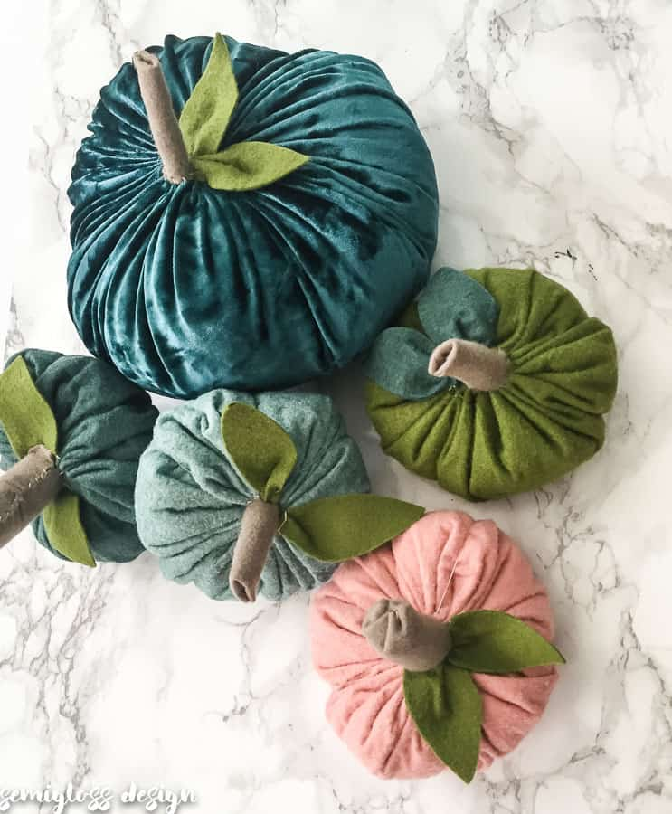 make your own felt pumpkins