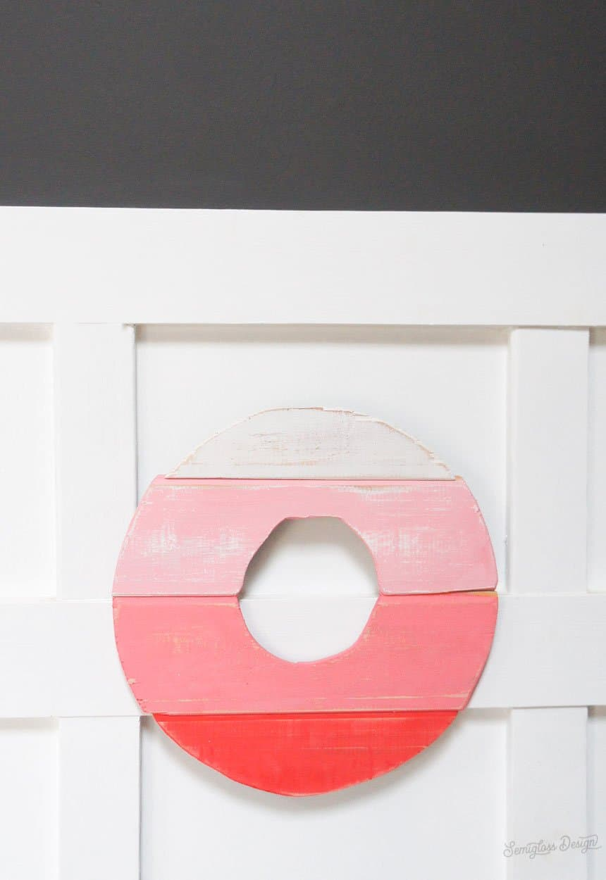 red ombre wood wreath for valentine's day