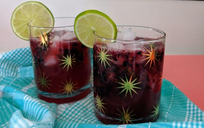 blackberry mojitos in starburst glasses