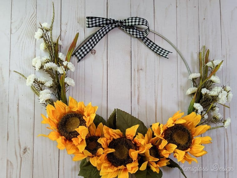 diy sunflower wreath with black and white gingham ribbon