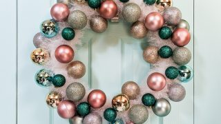 DIY Retro Christmas Wreath with Tinsel and Ornaments