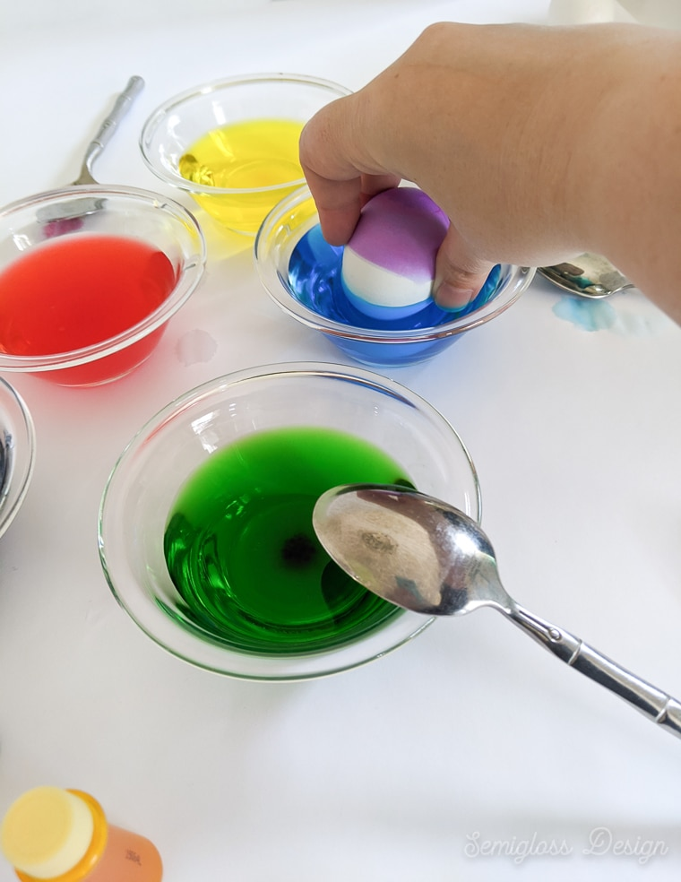 color blocking egg in blue dye