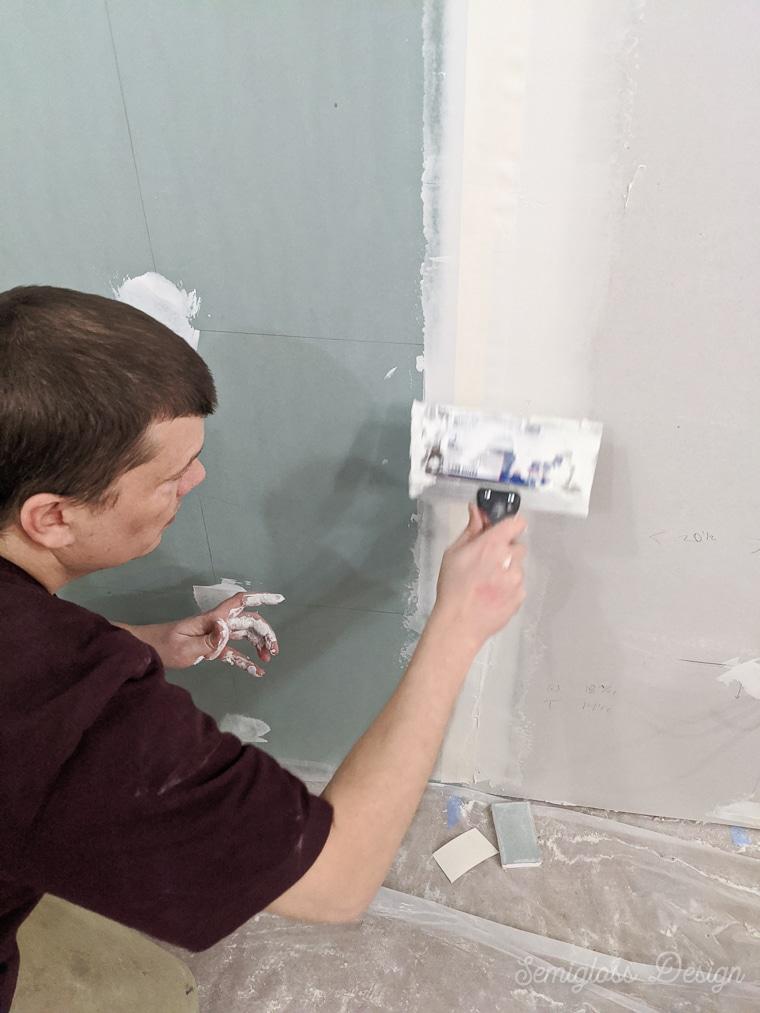 taping and mudding drywall seams