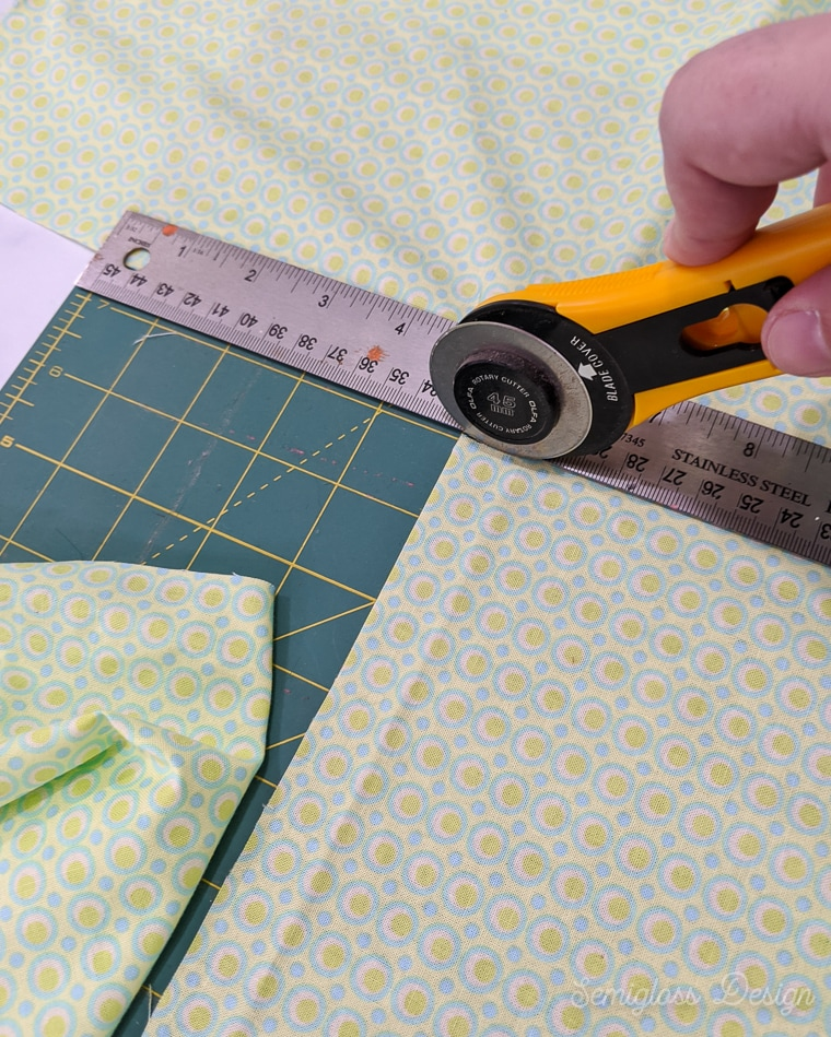 cutting fabric with rotary cutter