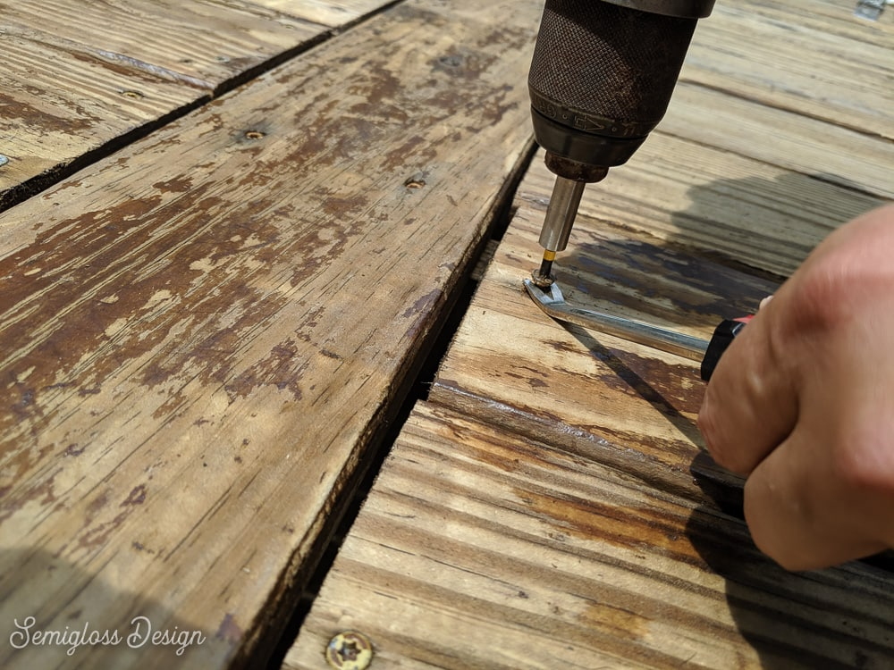 removing screw from deck